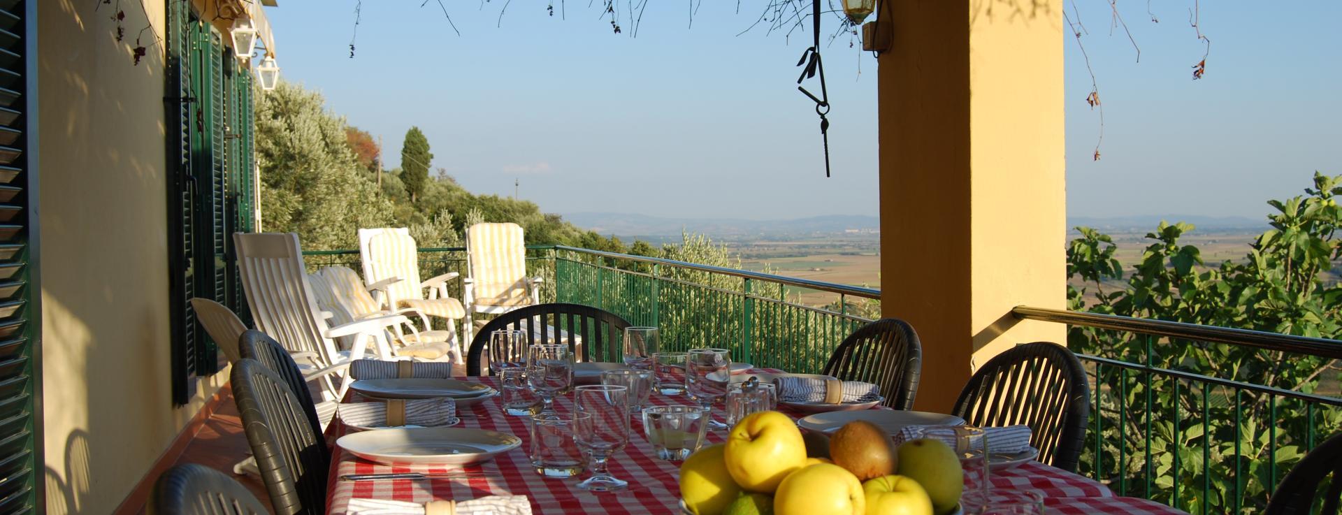 Terrace dining, Cancello Rosso, Tuscany, Italy