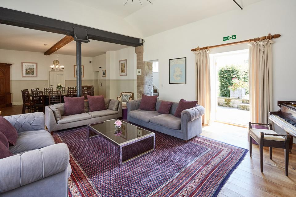 Parley sitting room